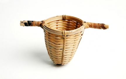 Bamboo strainer with 2 handles